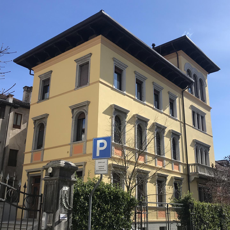 Vendesi appartamenti in centro su villa storica (6)